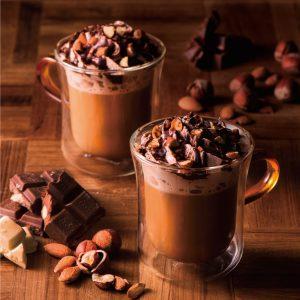 冬の定番「ナッティショコララテ」を販売開始致します。