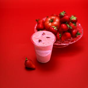 期間限定「苺とトマトのソイシェイク」発売開始しました。